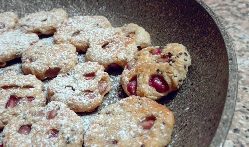 Biscotti in padella alla melagrana