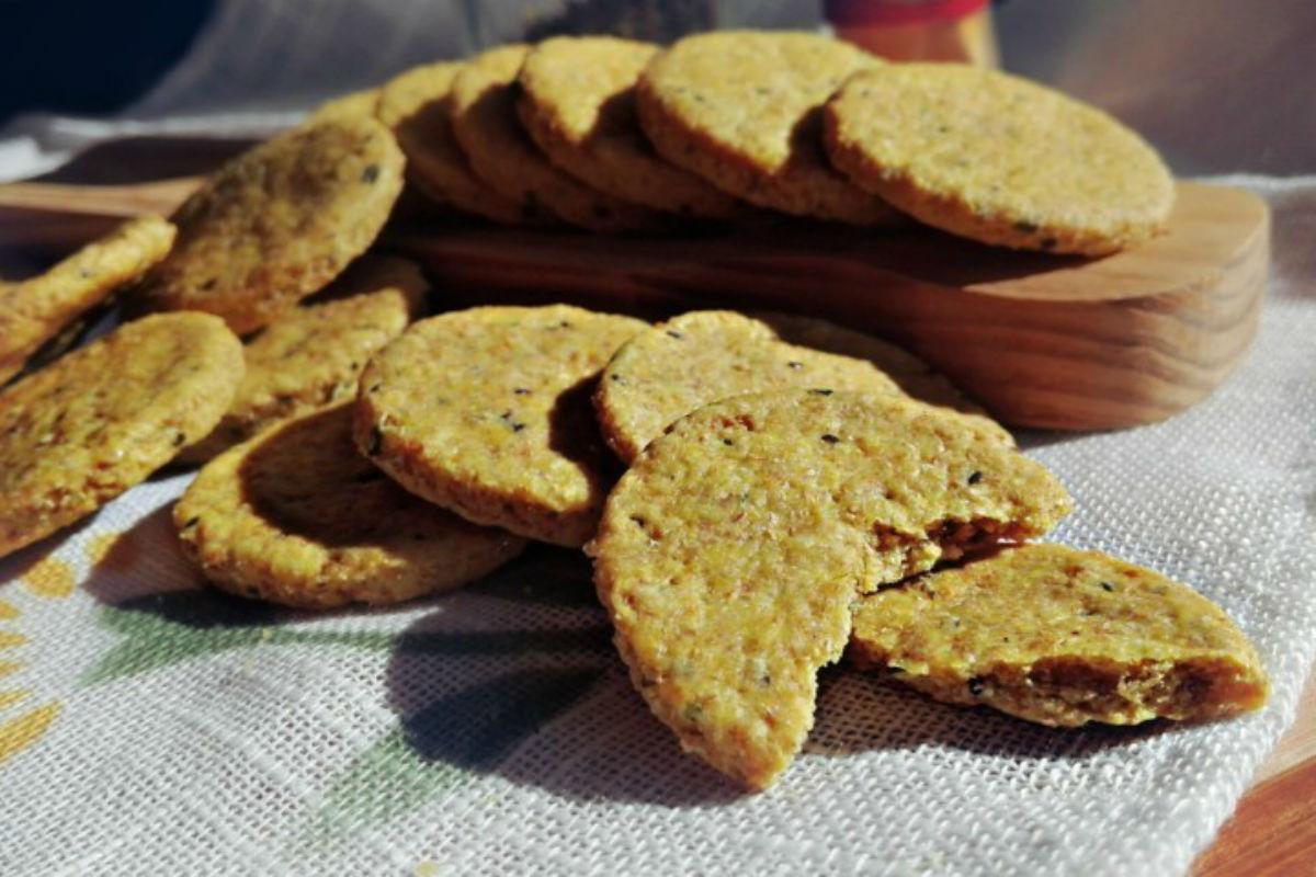 biscotti salati alla curcuma