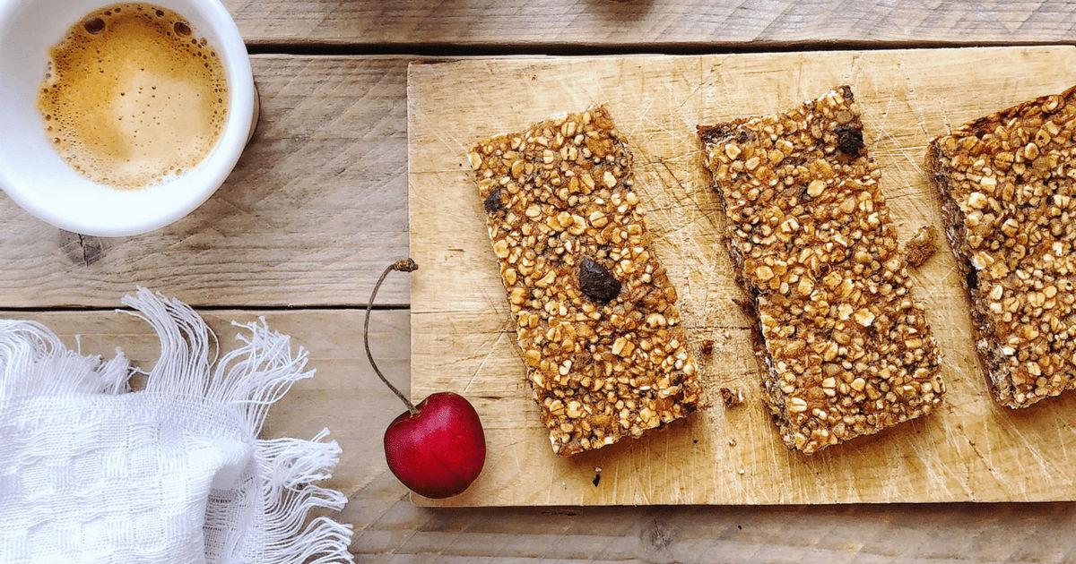 La ricetta delle barrette fatte in casa con cereali integrali e senza zucchero