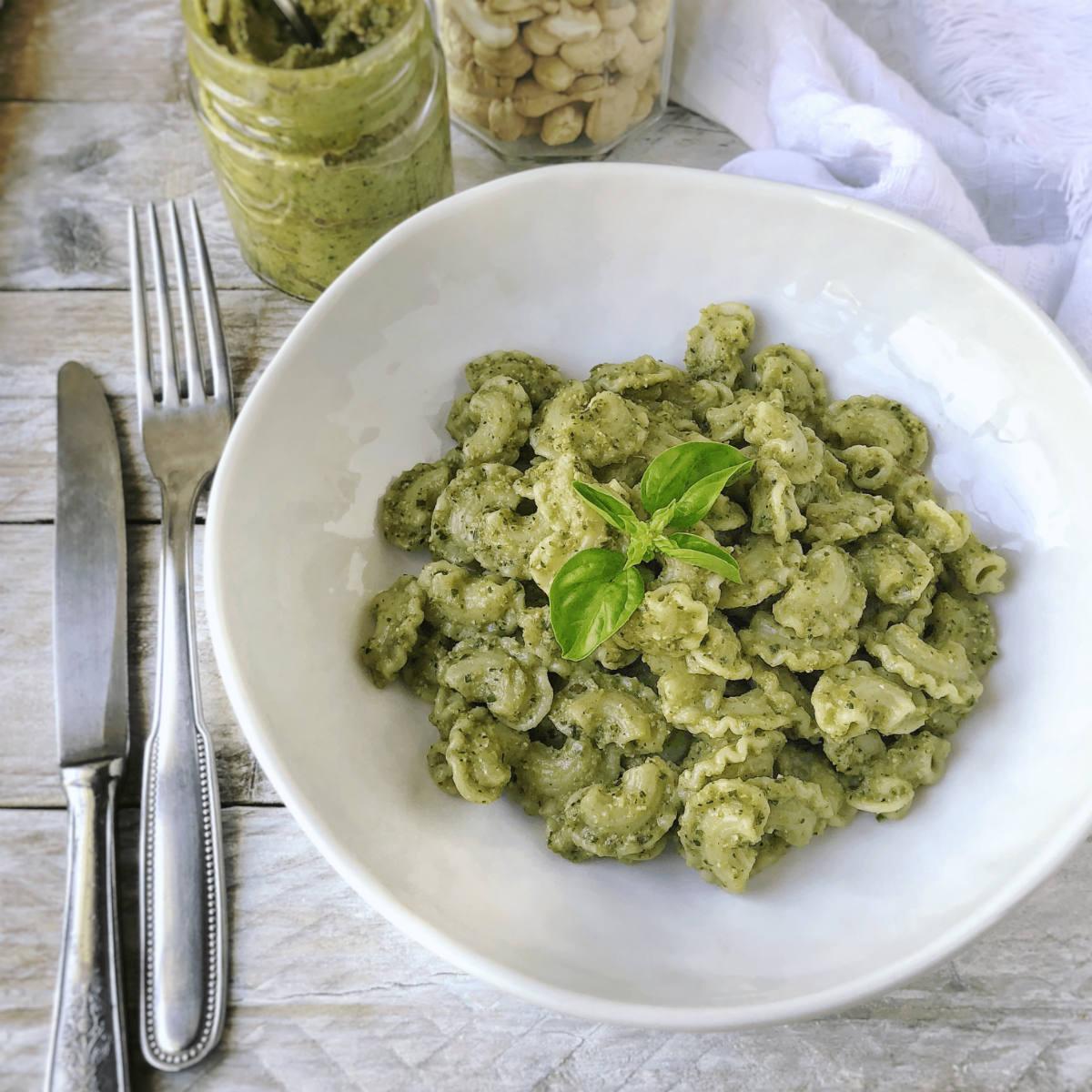 Ricetta Pesto Light.Pesto Di Zucchine Light Con Basilico E Anacardi Cr Eative