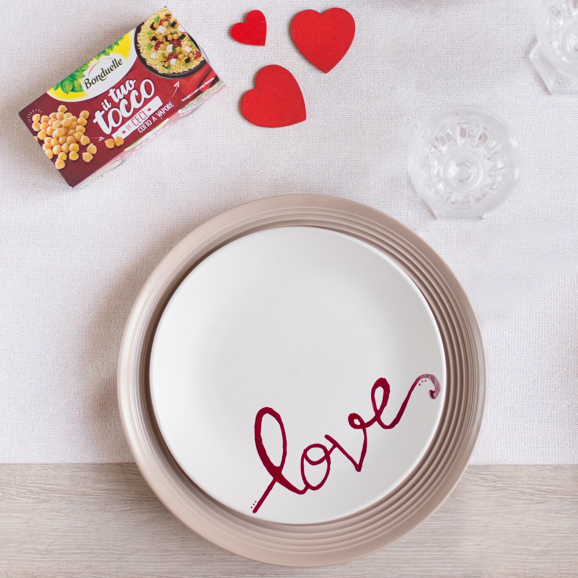 DIY: il piatto con scritta romantica decorato a mano
