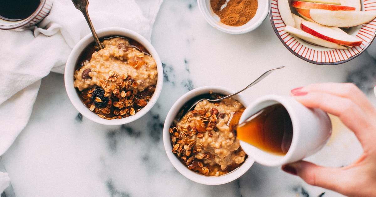 3 modi per preparare un porridge classico (anche in versione vegan), un porridge al microonde e l'overnight oats.