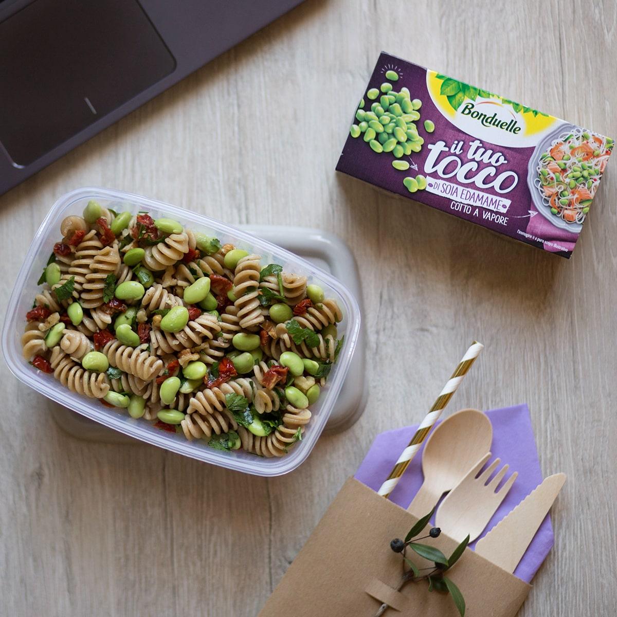 Lunch box con Insalata di pasta con il Tuo Tocco di Soia Edamame