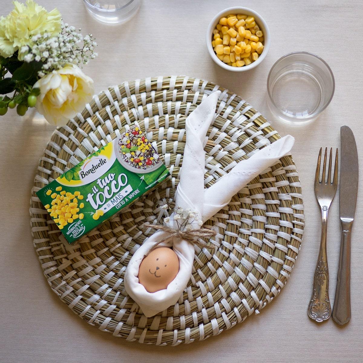 Idee pranzo di pasqua: tovagliolo a forma di coniglietto