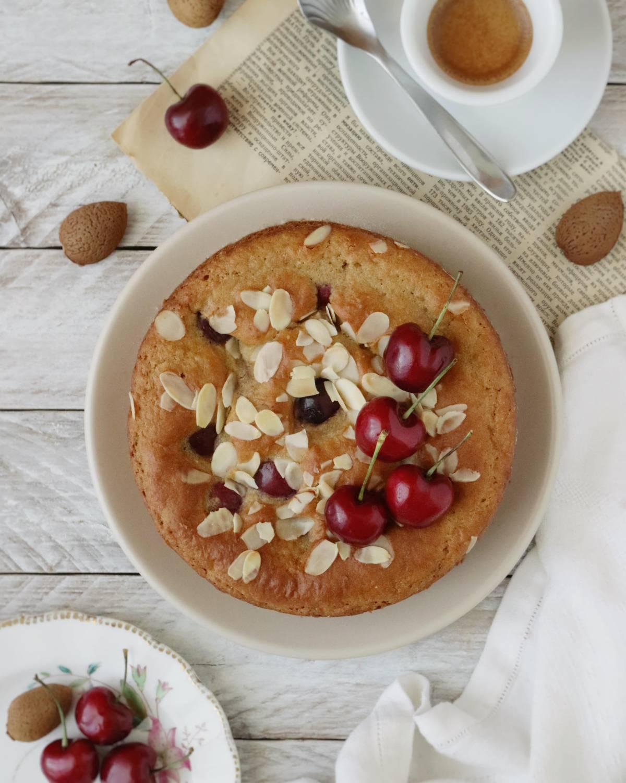 Torta di ciliegie senza uova, senza burro